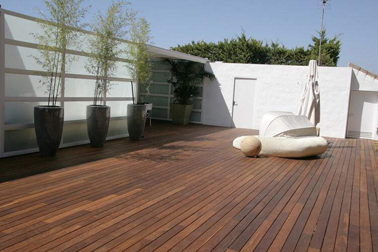 Suelos de exterior de madera suelos de madera puertas for Suelos para jardin exterior